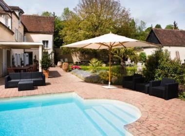piscine et sa terrasse